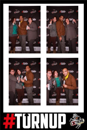 fotobooth gif people holding hunters drink